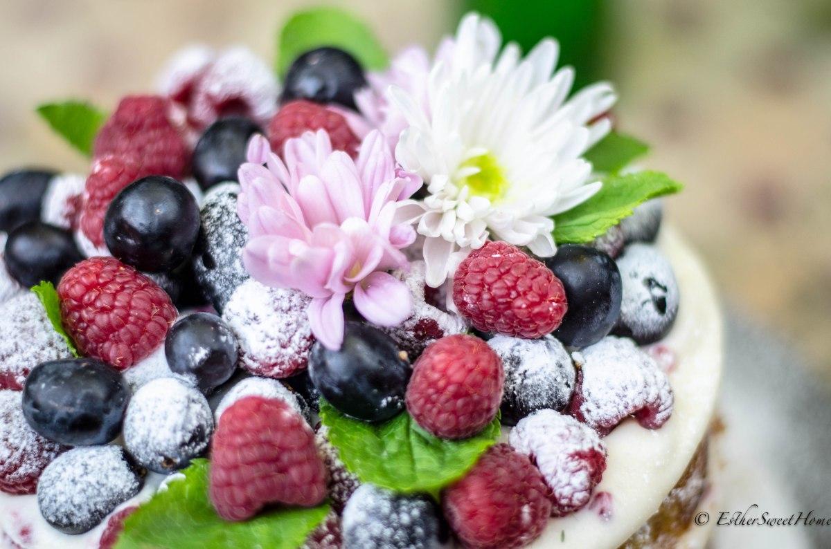 Naked Cake de Limón con frambuesas y uvas